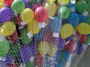 Síť na 500 héliových balónků